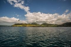 Blick vom Meer auf die Insel