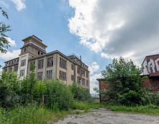 Porzellanfabrik F.