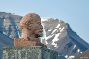 Lenin Statur Pyramiden